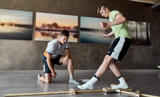 Füsioterapeut sportlast testimas